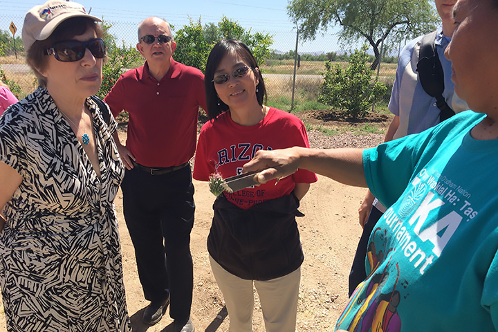 Phyllis Valenzeula show group an edible cactus fruit