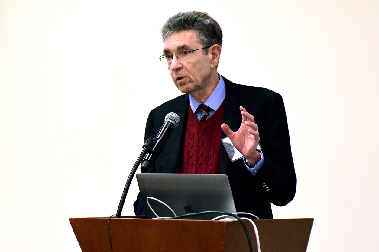 Robert Lefkowitz, M.D. stands at podium