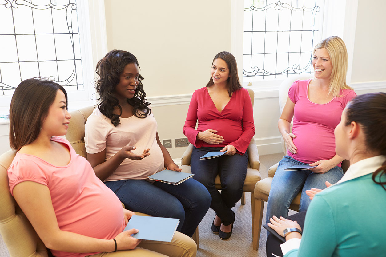 pregnant women sitting together